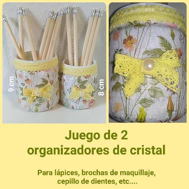Imagen 2 organizadores de cristal, flores y puntilla.