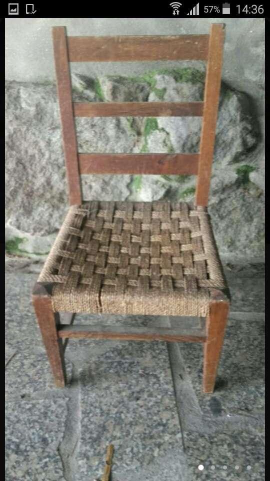 Imagen silla costurera antigua de 70x36x36.