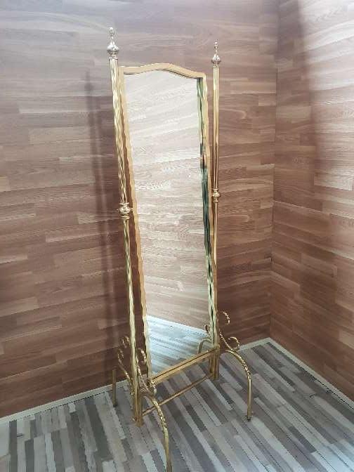 Imagen Espejo de pie laton oro