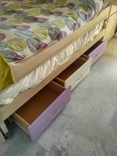 Imagen producto Dormitorio juvenil vendo dormitorio juvenil en perfecto estado. consta de un compacto con dos camas, escritorio de 2.5 metros de largo, estantería y cómoda  2