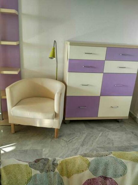 Imagen producto Dormitorio juvenil vendo dormitorio juvenil en perfecto estado. consta de un compacto con dos camas, escritorio de 2.5 metros de largo, estantería y cómoda  5