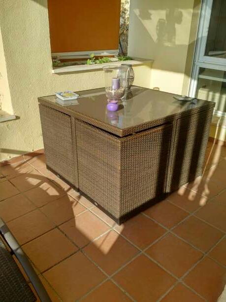 Imagen mesa terraza o jardín