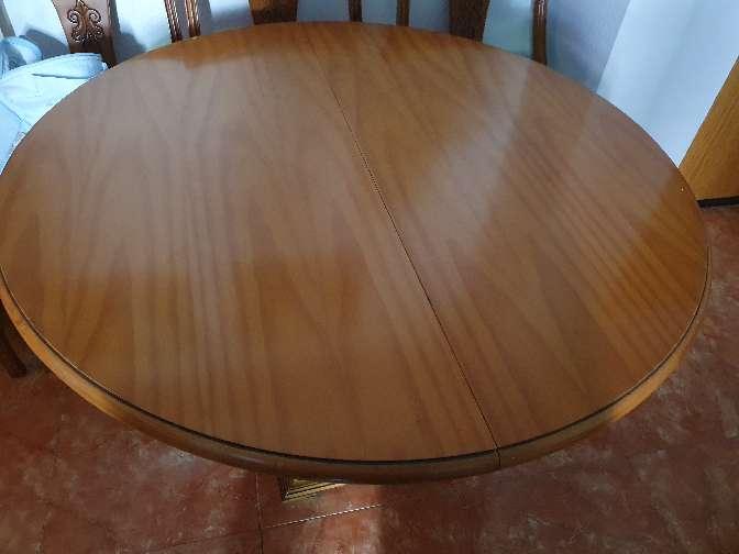 Imagen mesa madera maciza 4 sillas tapizadas