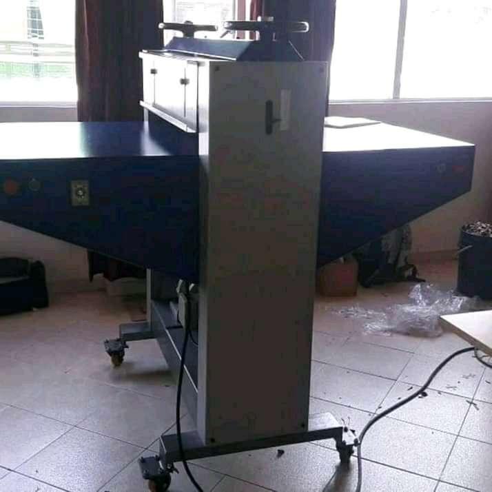 Imagen producto Troqueladora de rodillos de 80 cm  2