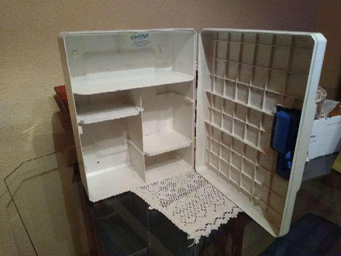 Imagen producto Caja o Armario para Botiquín de primeros auxilios 2