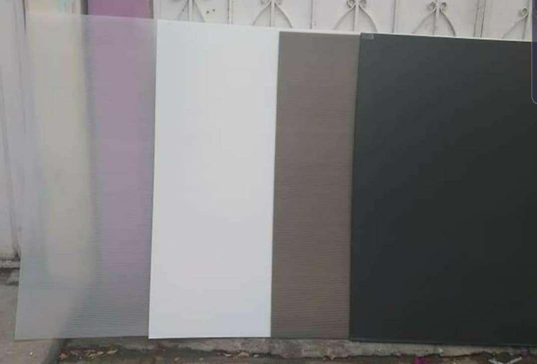 Imagen producto Lamina de policarbonato de 1.22 x 2.44 a buen precio  2
