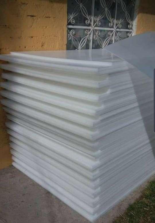 Imagen producto Lamina de policarbonato de 1.22 x 2.44 a buen precio  4