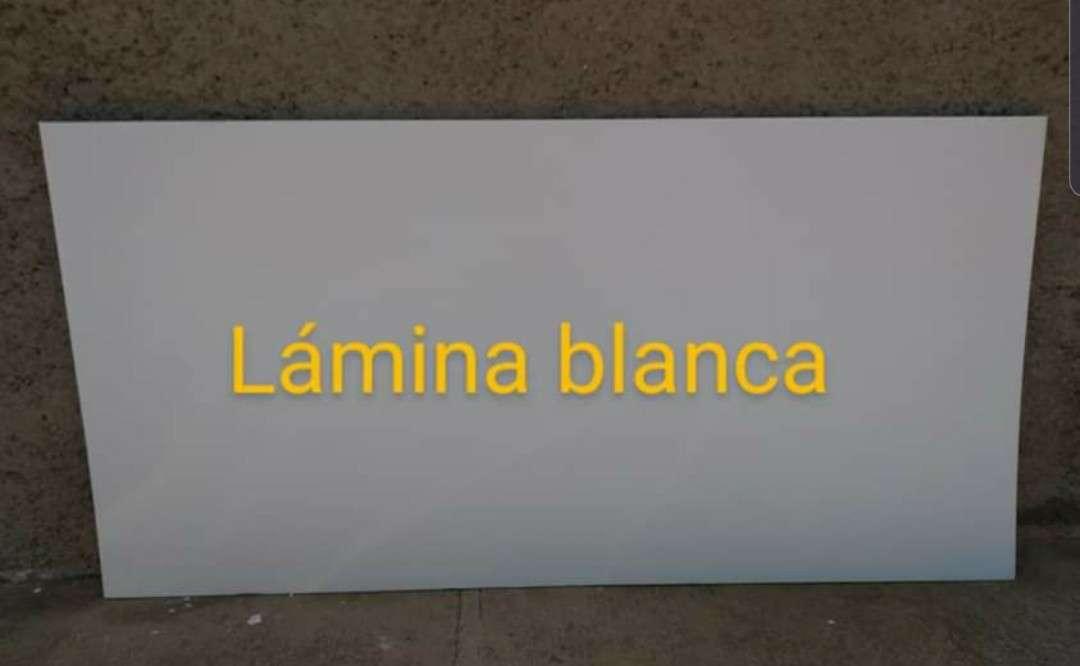 Imagen producto Lamina de policarbonato de 1.22 x 2.44 a buen precio  6