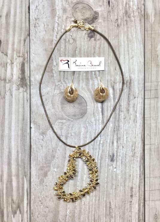 Imagen collar en color bronce
