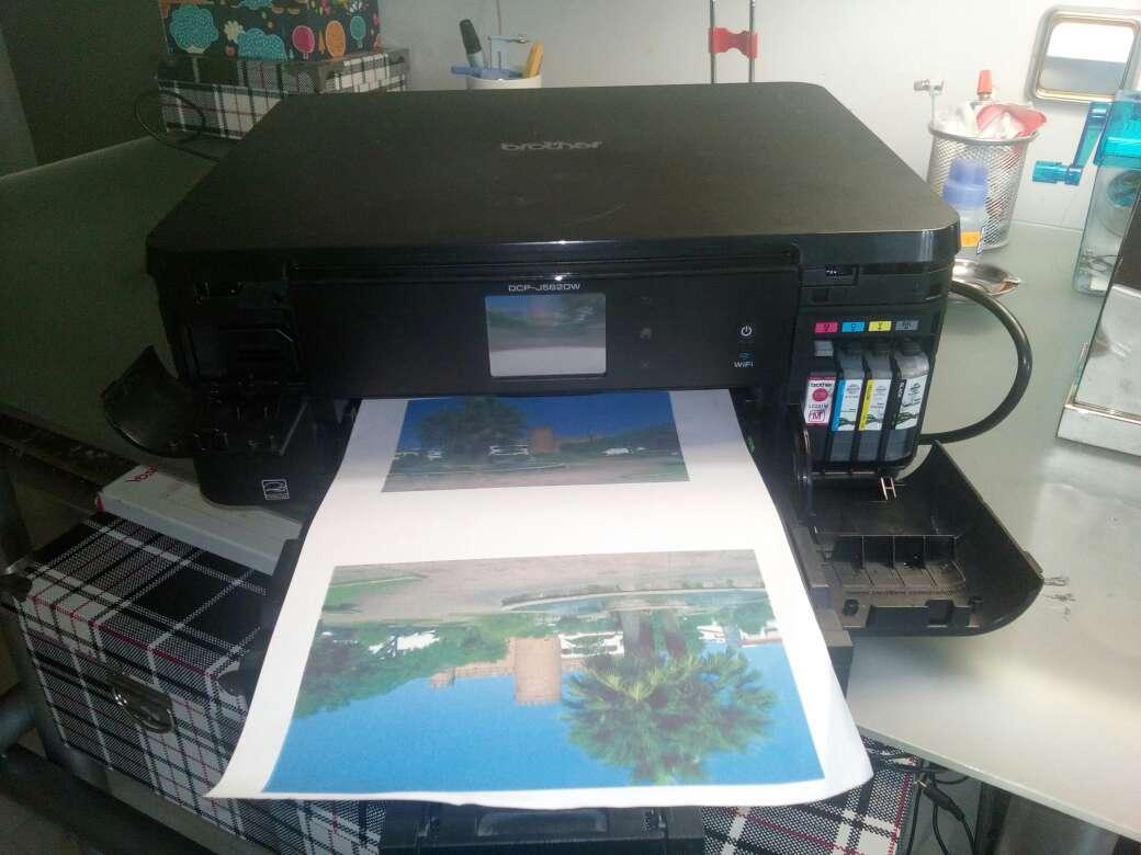 Imagen impresota brother  dispone de usb de todas los timo de pen y memoria la impresora tiene muy poco uso