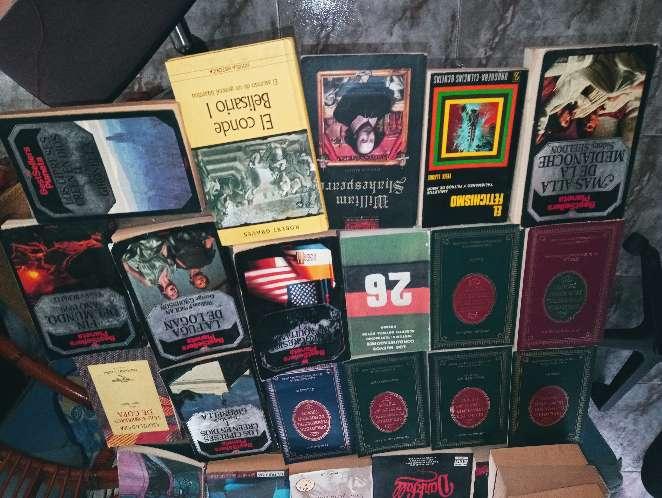 Imagen vendo libros muchos unos a 0,50y otros a 1 euro