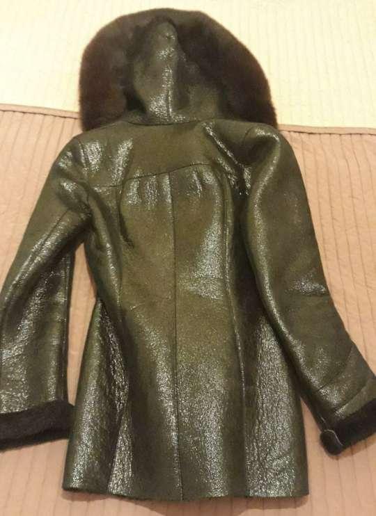 Imagen producto Abrigo de piel con capucha de zorro ártico natural. 2
