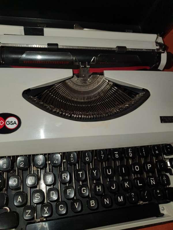 Imagen producto Máquina De Escribir GSA 200 Portátil 5