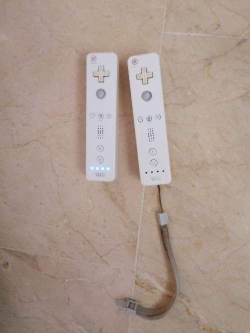 Imagen producto Wii con dos mandos  2