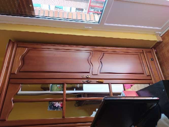 Imagen armario de pino