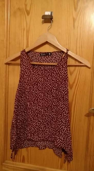 Imagen Camiseta tirantes color burdeos shana