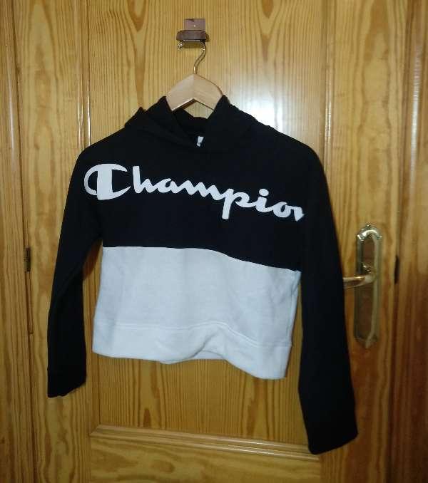 Imagen Sudadera negra y blanca con capucha champion