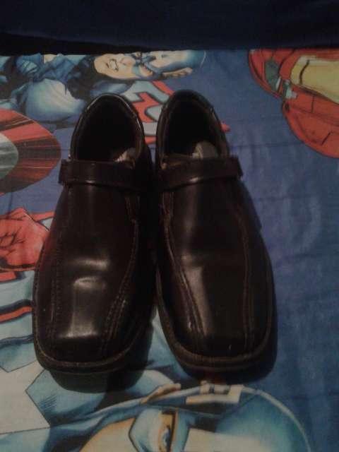 Imagen vendo zapatos para hombre