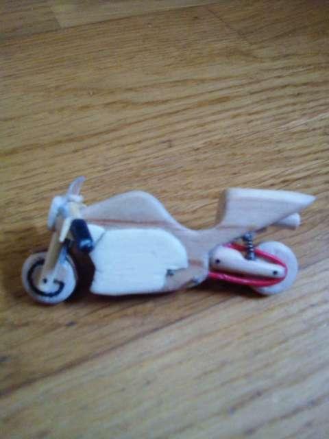 Imagen moto ,avionetas y cuadro