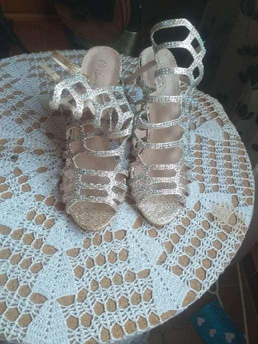 Imagen Se vende zapatos de tacón.