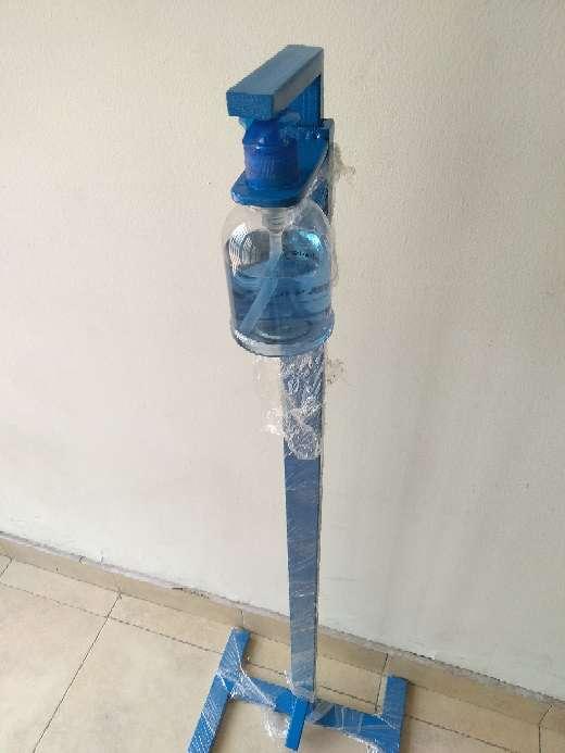 Imagen producto Dispensador de pedal para gel, Alcohol y jabón  2