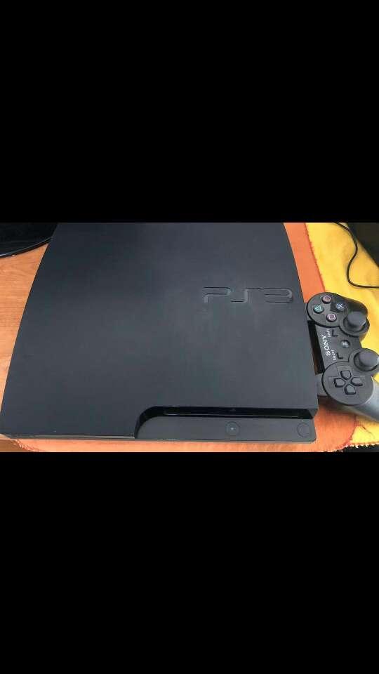 Imagen vendo playstation 3 slim. Tiene muy poco uso como nueva!!