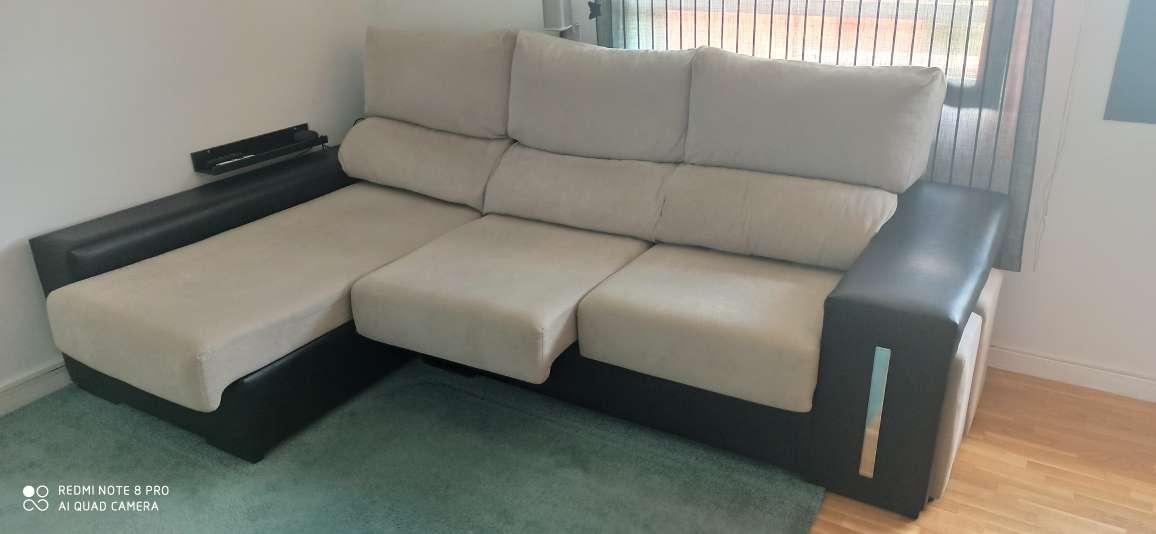 Imagen sofa Chaiselonge con arcón y pouffs