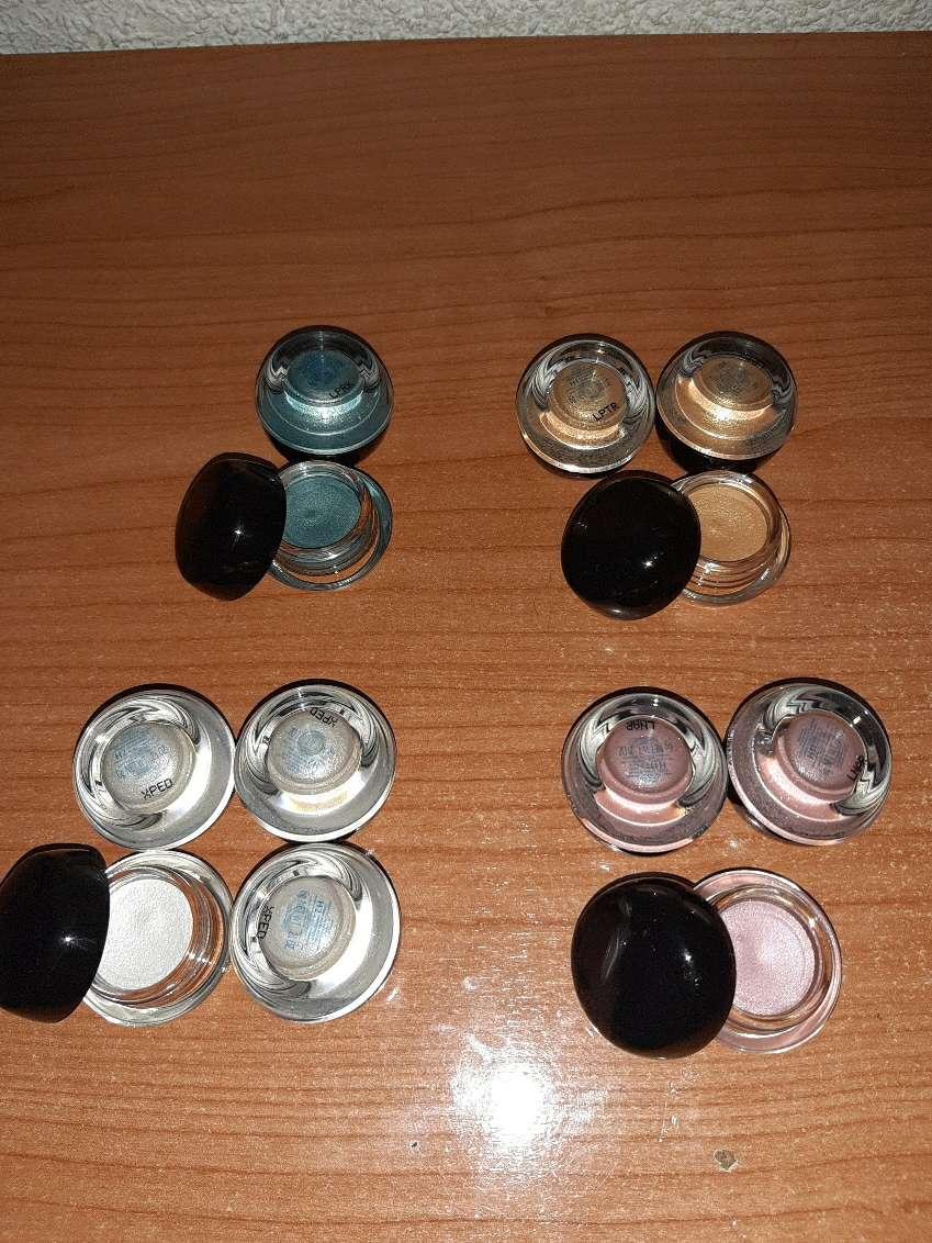 Imagen Sombras de ojos brillantes marca Shiseido