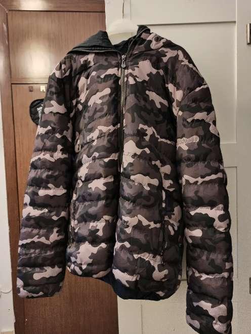 Imagen chaqueta de camuflaje con hoodie hombre