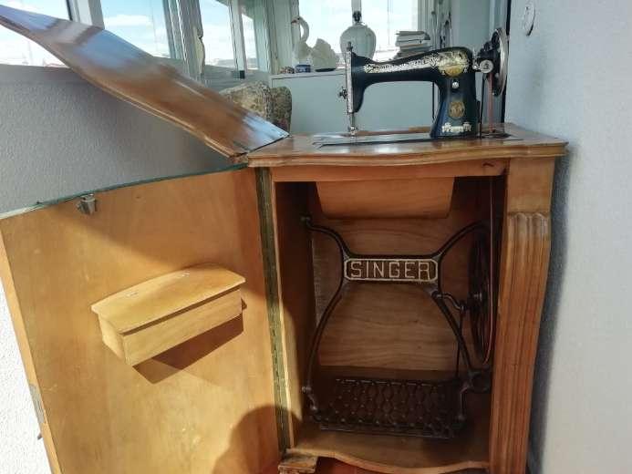 Imagen producto Maquina de coser SINGER 4