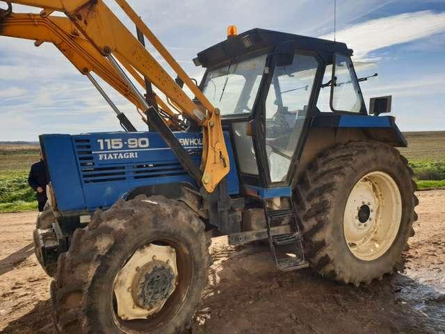 Imagen compró todo tipo de MAQUINARIA tractores