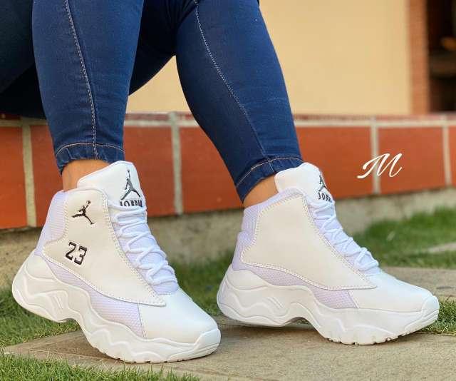Imagen hermosos calzado para Dama y caballero ??