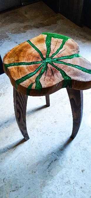 Imagen Taburete  de madera y resina epoxy