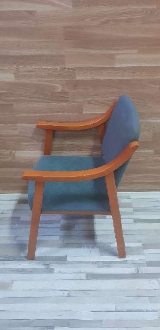 Imagen producto Butaca madera tapizada 2