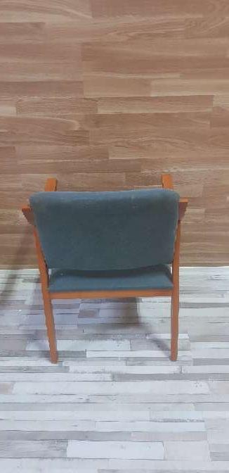 Imagen producto Butaca madera tapizada 3