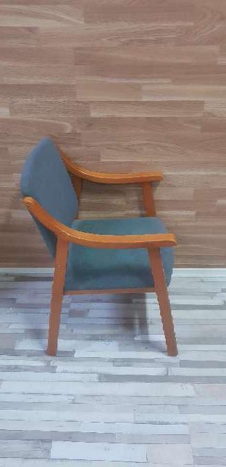 Imagen producto Butaca madera tapizada 4