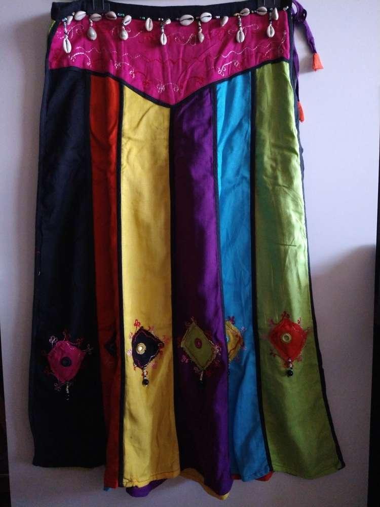 Imagen falda larga de colorines con conchas