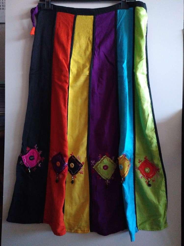 Imagen producto Falda larga de colorines con conchas 3