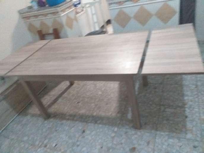 Imagen mesa sin apenas uso