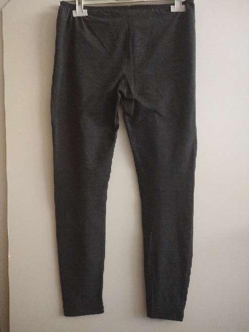 Imagen malla o leggin de color gris