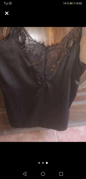 Imagen Camiseta con encaje negra