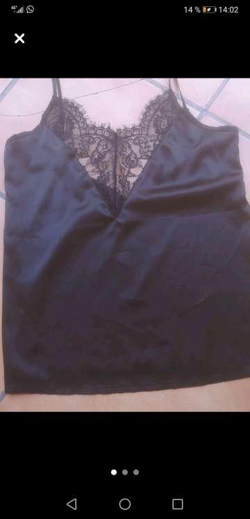 Imagen producto Camiseta con encaje negra 3