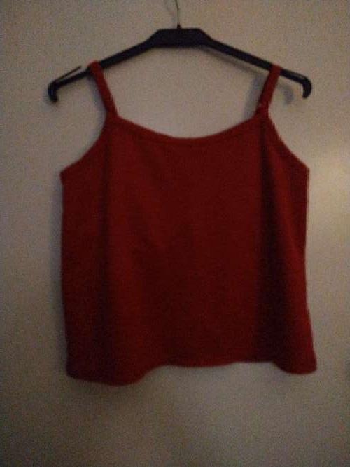 Imagen producto Camiseta de tirantes color vino 2