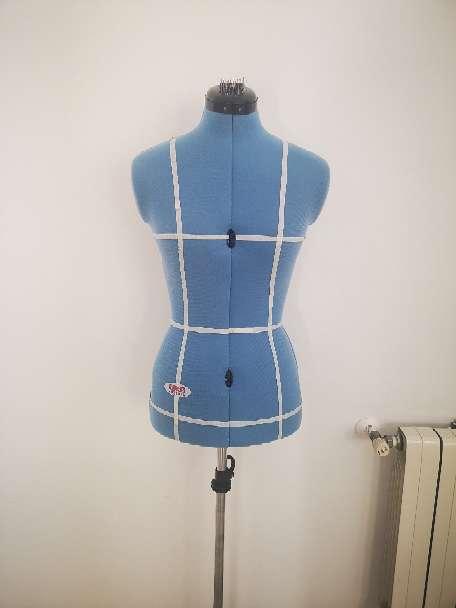 Imagen Venta de maquina de coser y maniquí