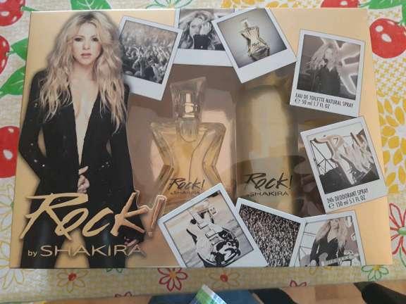 Imagen vendo perfumes de mujer rock de shakira