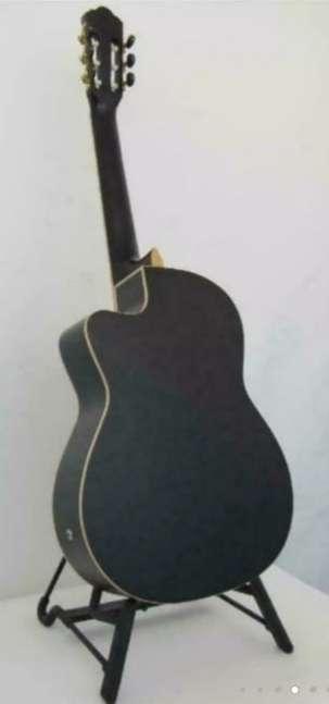 Imagen producto Guitarra clásica marca amplificada. O cambio  4