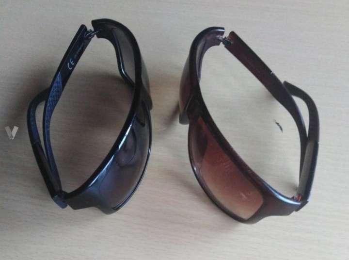Imagen 2 Gafas de sol una color negro y otra color marrón oscuro.