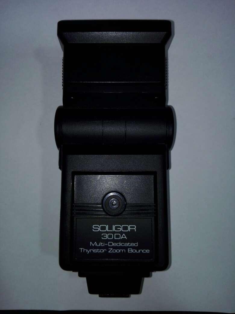Imagen producto Camara canon con flash y objetivo incluyendo sus bolsas  9