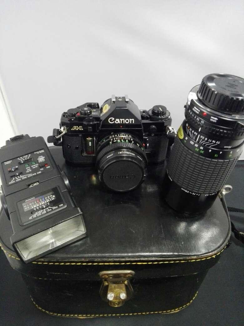 Imagen producto Camara canon con flash y objetivo incluyendo sus bolsas  4