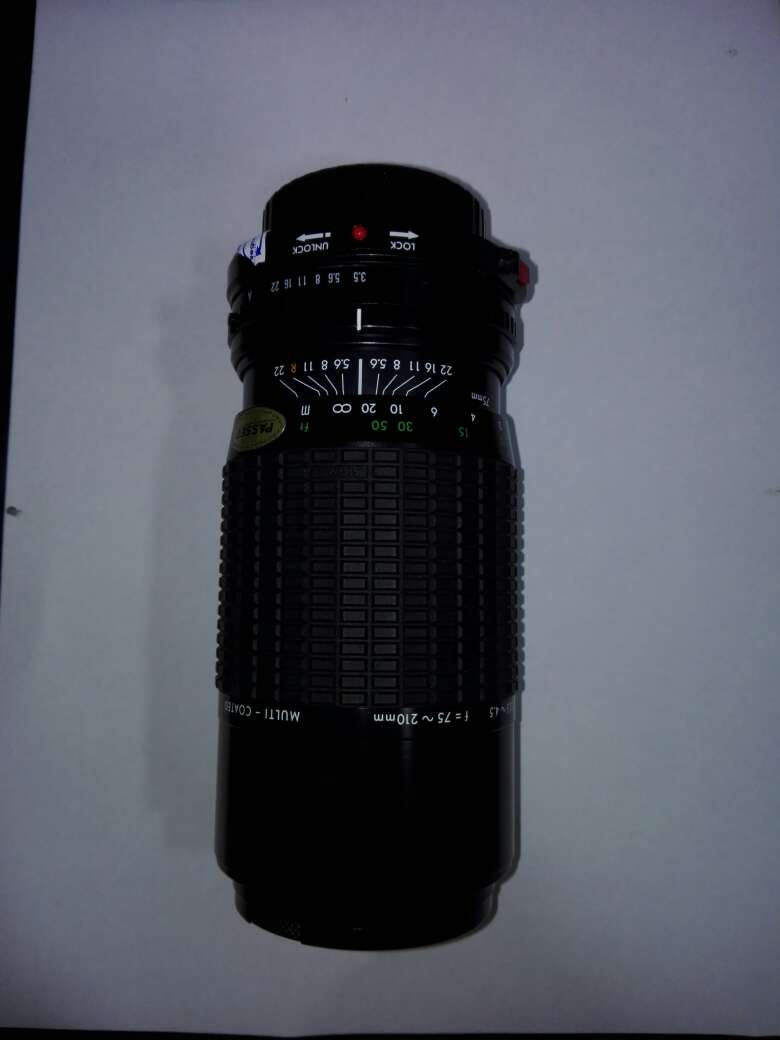 Imagen producto Camara canon con flash y objetivo incluyendo sus bolsas  10